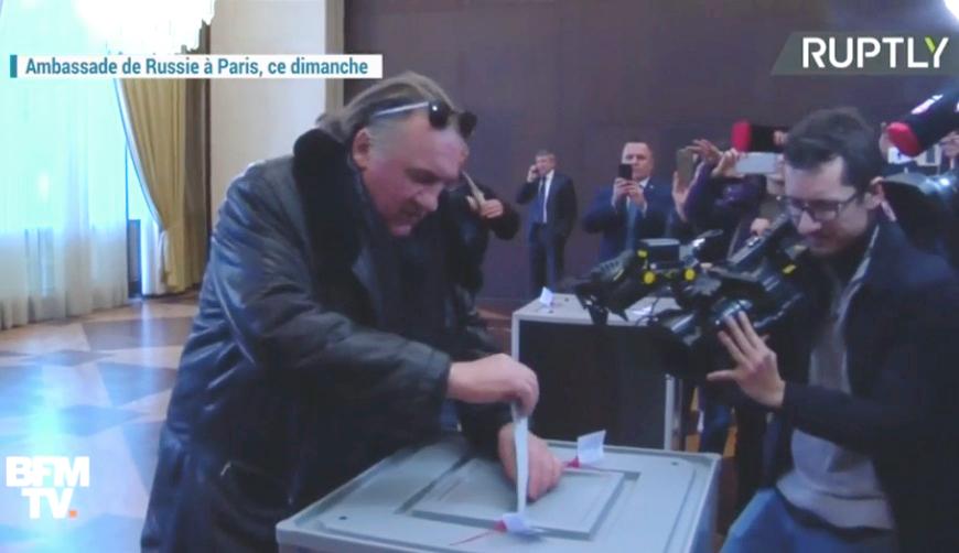 Photo of ჟერარ დეპარდიე გააბრაზა ჟურნალისტის შეკითხვამ: რატომ აძლევს ხმას რუსეთის საპრეზიდენტო არჩევნებში?
