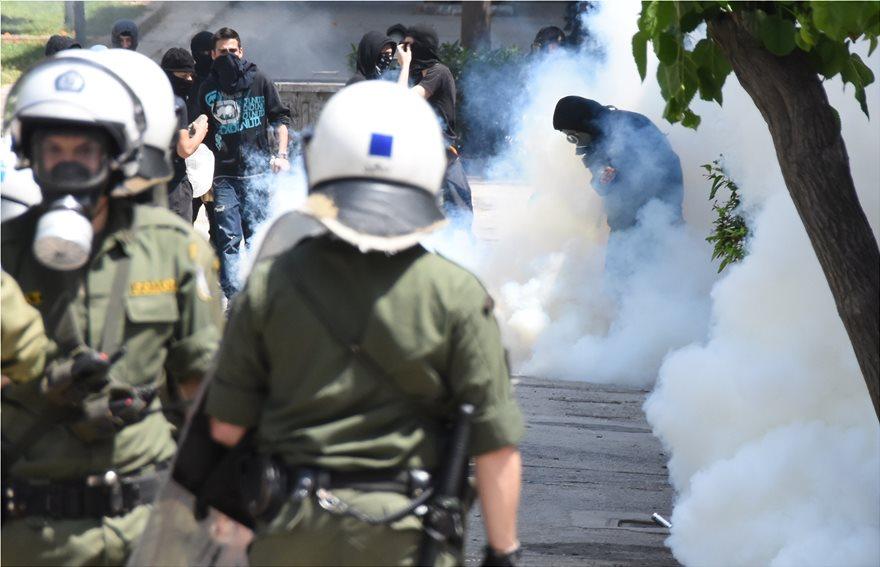 Photo of ათენის ცენტრში ანარქისტები პოლიციას დაუპირისპირდნენ