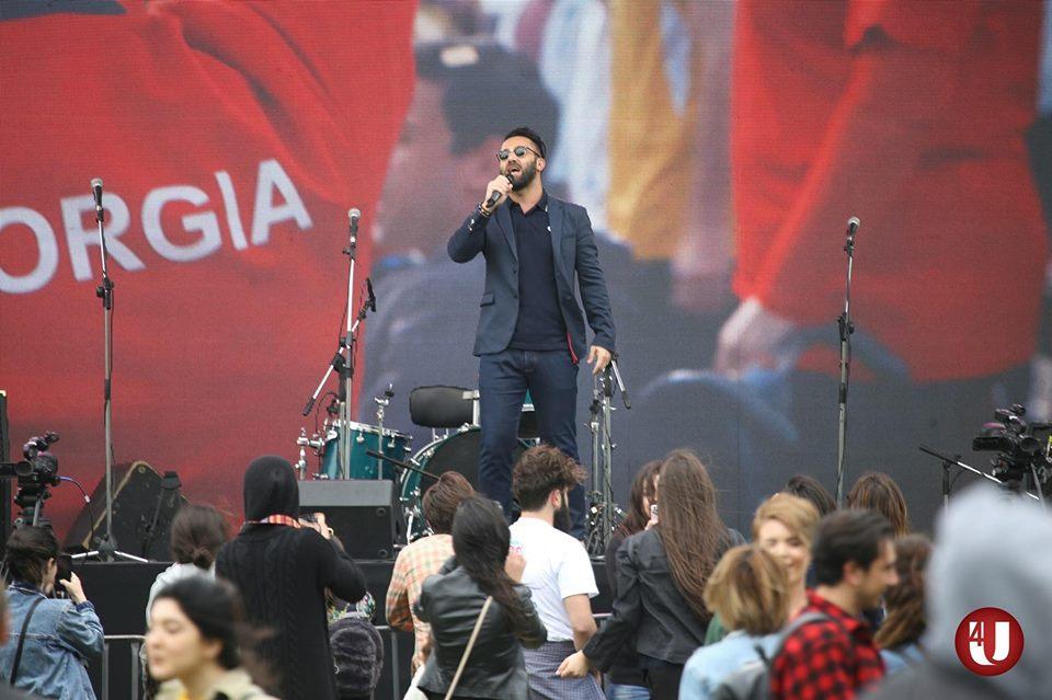 Photo of ნოდიკო ტატიშვილი ემიგრანტებისთვის განსაკუთრებულად ემოციურად მღერის