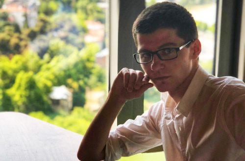 Photo of ვინ არის ქართველი ახალგაზრდა, რომელიც პოპულარულ ბრიტანულ ტაბლოიდზე წერს?