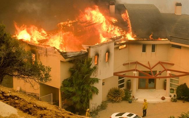 """Photo of """"ფედერალური ბიუჯეტიდან არანაირი დაფინანსსება აღარ იქნება!"""" – დონალდ ტრამპი კალიფორნიის ხანძრებში შტატის ხელმძღვანელობას ადანაშაულებს"""