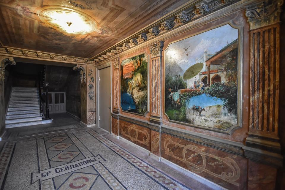 Photo of იტალიელი მხატვრის მიერ მოხატული თბილისური სადარბაზოები