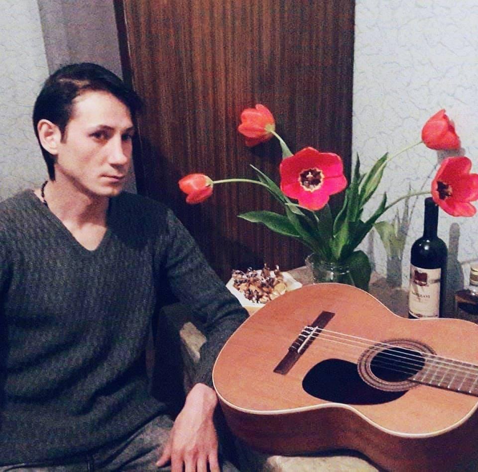 Photo of თბილისელ ქუჩის მუსიკოსს, რომლის ბედმაც ქართული ემიგრაციაც აატირა, დღეს ჭიათურაში დაკრძალავენ