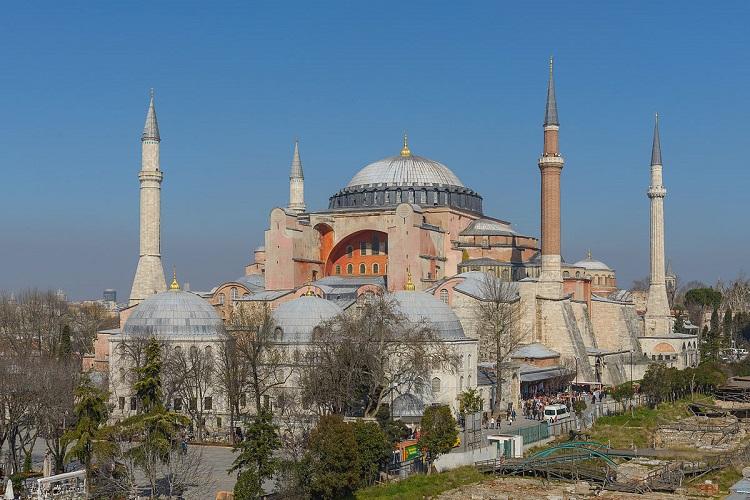 Photo of თურქეთის პრეზიდენტი აია სოფიას ტაძრისთვის მუზეუმის სტატუსის მოხსნას და მეჩეთად გადაკეთებას აპირებს