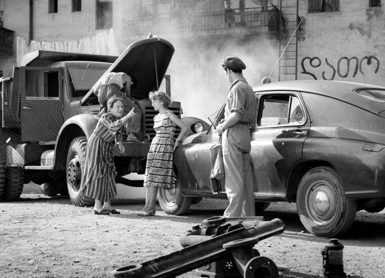 """Photo of """"ჩვენი ეზო"""" – რეზო ჩხეიძისთვის ყველაზე ძვირფასი ფილმი"""