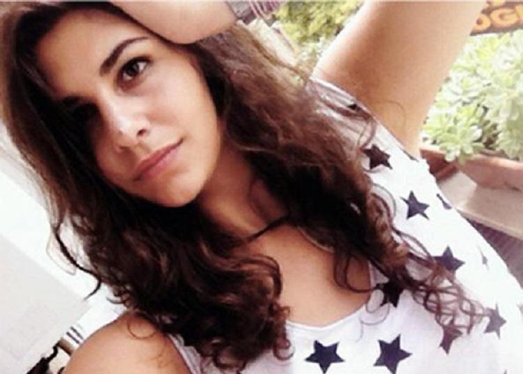 Photo of 19 წლის იტალიელი გოგონა, რომელმაც მოძალადე მამა მოკლა, პატიმრობიდან გაათავისუფლეს