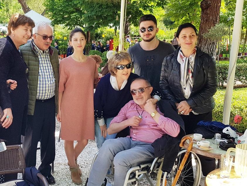 "Photo of მამუკა ჩარკვიანი ათენში ვიზიტისას ""თბილისოს"" ლეგენდარულ ბერძენ შემსრულებელს, იოვანასაც შეხვდა"