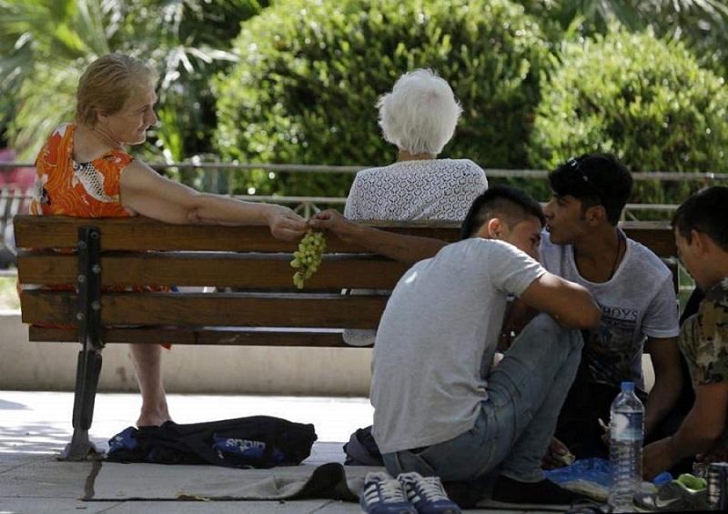 """Photo of კვლევა: ბერძნები უფრო """"თბილად"""" ეპყრობიან მიგრანტებს, ვიდრე სხვა ევროპელები"""