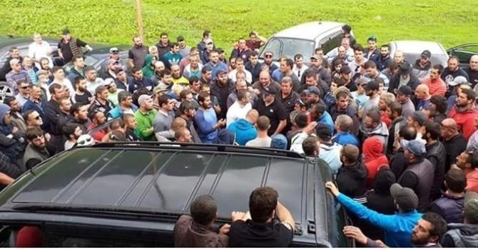 Photo of ყაზბეგში ადგილობრივებმა MOUNTEM SET: KAZVEGI-ს საფესტივალო ტერიტორია დაარბიეს