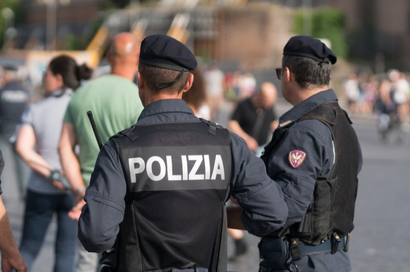 """Photo of იტალიაში მაფიოზური დაჯგუფების, """"კამორას"""" 126 წევრი დააპატიმრეს"""