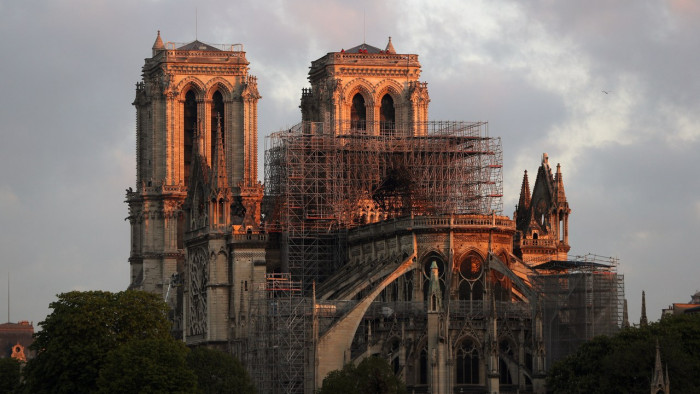 Photo of ანომალიური სიცხის გამო პარიზის ღვთისმშობლის ტაძარი საფრთხის ქვეშაა