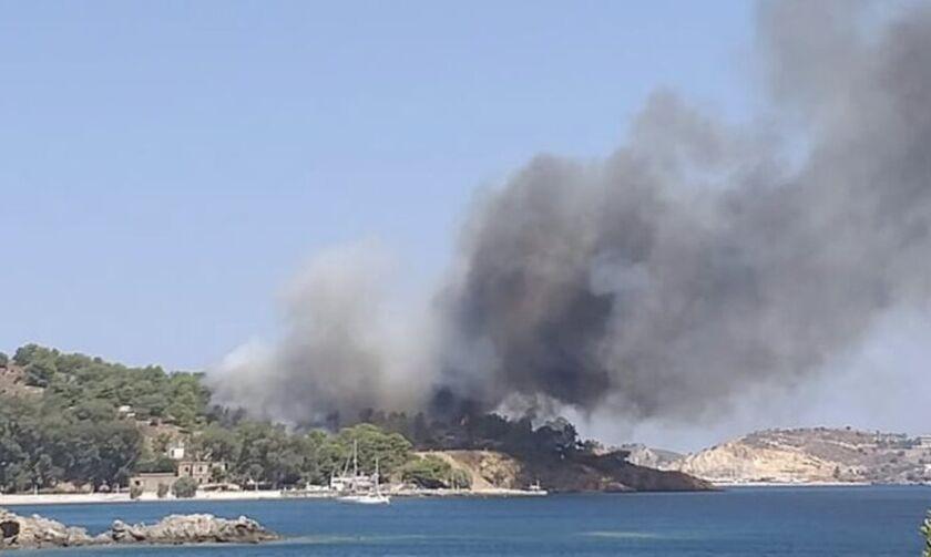Photo of საბერძნეთის კუნძულ სამოსზე ძლიერი ხანძრის გამო სანაპიროებიდან და სასტუმროებიდან ხალხის ევაკუაცია განხორციელდა
