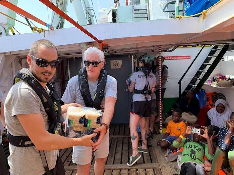 Photo of რიჩარდ გირი ხმელთაშუა ზღვაში მიგრანტებს დაეხმარა (ვიდეო)