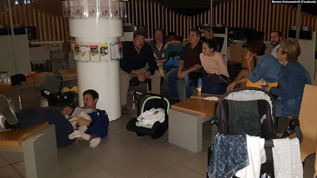 Photo of რატომ არ აძლევენ უცხოელ მშობლებს იუსტიციის სახლში სუროგაციის გზით გაჩენილი ბავშვების დაბადების მოწმობებს?