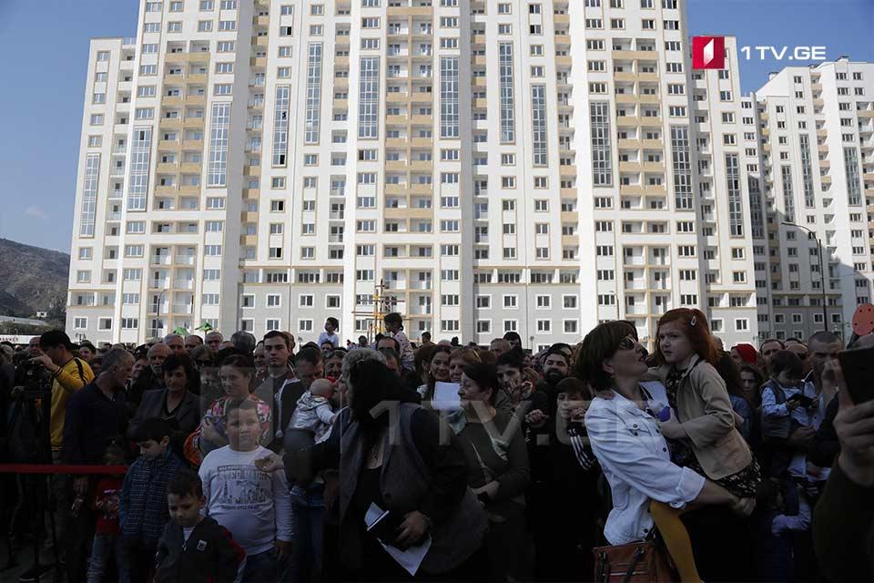 Photo of 700-მდე დევნილ ოჯახს თბილისში ბინები გადაეცა