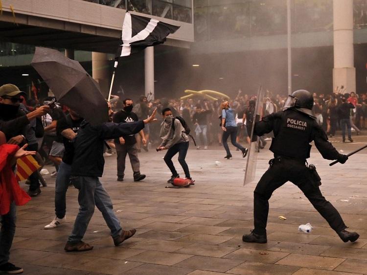 Photo of კატალონიაში არეულობების შედეგად 200-მდე ადამიანი დაშავდა