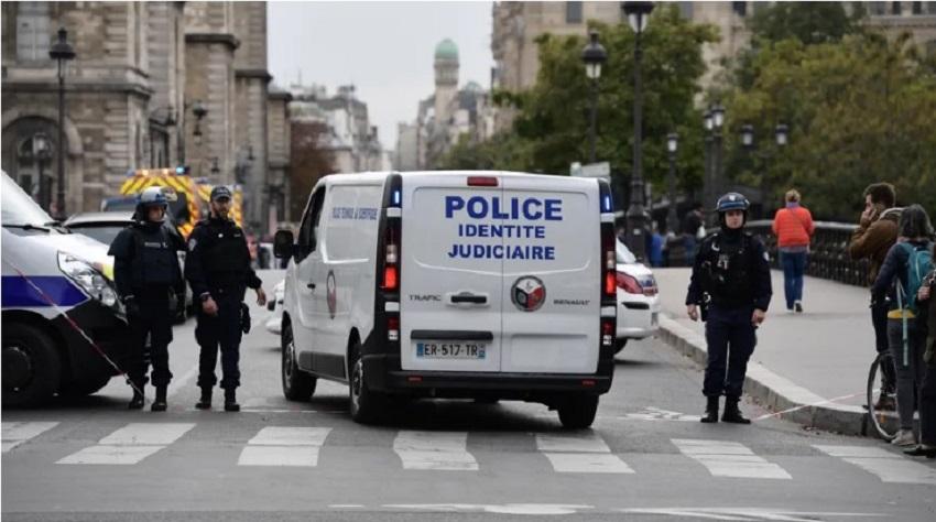 Photo of პარიზის პოლიციის სამმართველოში მამაკაცმა დანით 4 პოლიციელი მოკლა