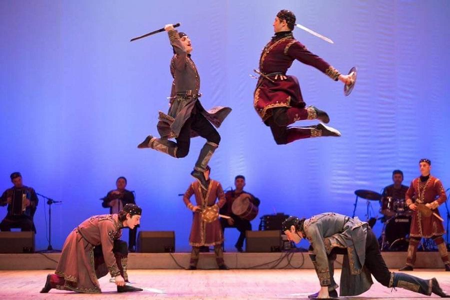 """Photo of """"სუხიშვილების"""" მოცეკვავე, რომელიც ქართველ ბავშვებს ნიუ-იორკში ქართულ ცეკვას ასწავლის"""