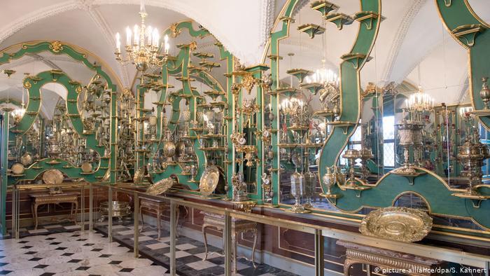 Photo of დრეზდენის მუზეუმიდან მილიარდ ევროზე მეტი ღირებულების ძვირფასეულობა მოიპარეს