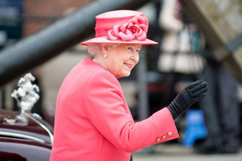 Photo of დედოფალ ელისაბედ II-ის ტახტიდან გადადგომის სავარაუდო თარიღი დასახელდა