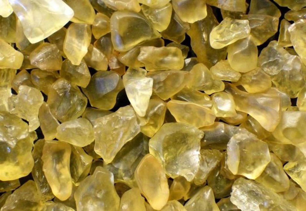 Photo of ეგვიპტის უდაბნოს უცნაური, ყვითელი მინის ქვების წარმოშობის საიდუმლო ამოხსნილია