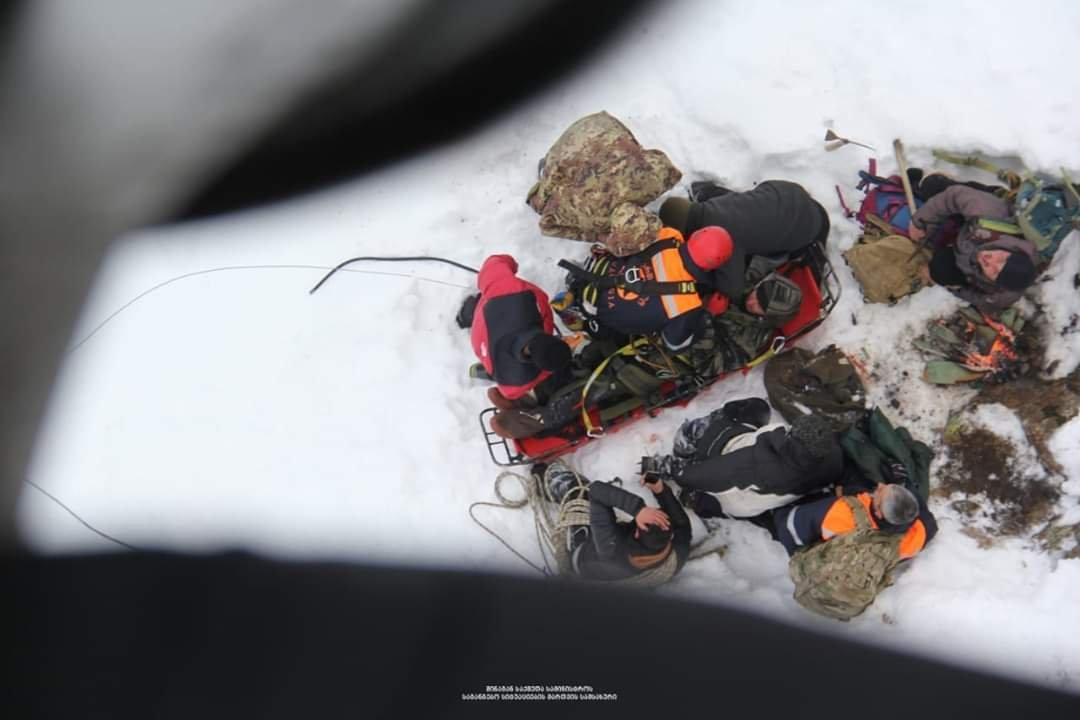 Photo of მაშველებმა 3000 მეტრის სიმაღლეზე ჩარჩენილი მამაკაცი გადაარჩინეს (ვიდეო)