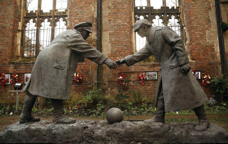 Photo of ომი, ფეხბურთი და შობა