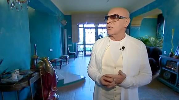 Photo of აჩიკო მეფარიძემ თავისი სახლი ივ სენ ლორანის სახლის მიხედვით გაარემონტა და მოაწყო (ვიდეო)