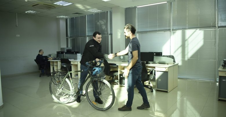Photo of პოლიციამ ბრიტანელი მოგზაურის ველოსიპედი იპოვა და პატრონს დაუბრუნა (ვიდეო)