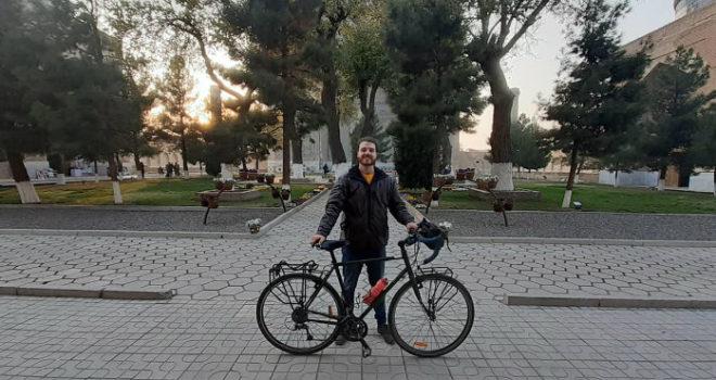 Photo of ბრიტანელ მოგზაურს, რომელსაც თბილისში ველოსიპედი მოჰპარეს, ახალი აჩუქეს