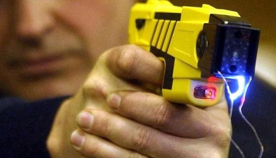 Photo of იტალიის მინისტრთა საბჭომ პოლიციელების მიერ ელექტროშოკური პისტოლეტის გამოყენების დებულება დაამტკიცა