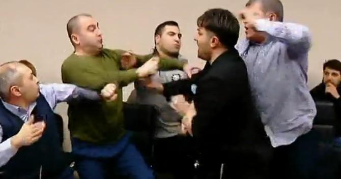 Photo of თბილისის საკრებულოში ენმ-ის დეპუტატს ლევან ხაბეიშვილს სცემეს (ვიდეო)