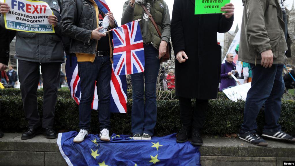 "Photo of ""ნახვამდის ევროპა"" – ბრექსიტი სრულდება, ლონდონში კი ევროკავშირის დროშები დაწვეს"