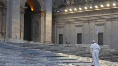 """Photo of რომის პაპმა პანდემიის დასრულებისთვის ილოცა – """"ჩვენ ყველანი ერთ ნავში ვართ და ერთად უნდა მოვუსვათ ნიჩბები"""" (ვიდეო)"""