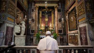 Photo of 27 მარტს პაპი ილოცებს სასწაულმოქმედი ჯვარცმის წინაშე, რომელმაც რომი მე-16 საუკუნეში შავი ჭირისგან იხსნა