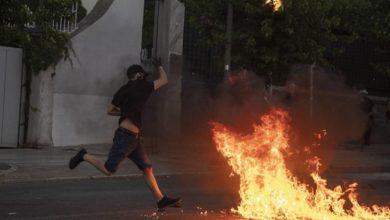 Photo of ათენში საპროტესტო აქციაზე დემონსტრანტებმა პოლიციას ე. წ. მოლოტოვის კოქტეილები ესროლეს