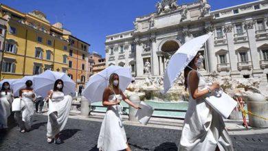 """Photo of """"დაგვიბრუნეთ დღესასწაულის აღნიშვნის თავისუფლება!"""" – პატარძლების საპროტესტო აქცია რომში (ფოტოები)"""