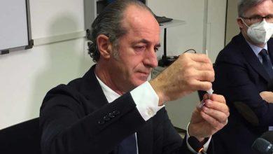 """Photo of """"FAI-DA-TE"""" – ვენეციის პრეზიდენტმა კოვიდ-19-ის ტესტი პირდაპირ ეთერში თვითონ გაიკეთა (ვიდეო)"""