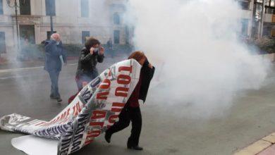"""Photo of """"პოლიტექნიოს"""" 47-ე წლისთავი – ათენის ცენტრში პოლიციასა და დემონსტრანტებს შორის შეტაკება მოხდა (ვიდეო)"""