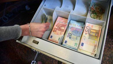 """Photo of ბანკომატმა გამვლელს 980 ევრო """"გადმოუყარა"""", მან კი ფული პოლიციაში წაიღო"""