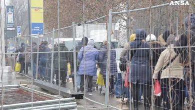 Photo of მილანი: ასობით გაჭირვებული ადამიანი რიგში დგას უფასო საკვების მისაღებად (ვიდეო)