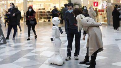 """Photo of სავაჭრო ცენტრებში დილიდან ხალხმრავლობაა, """"სითი მოლში"""" 2 რობოტი """"პეპერი"""" მუშაობს (ფოტო/ვიდეო)"""