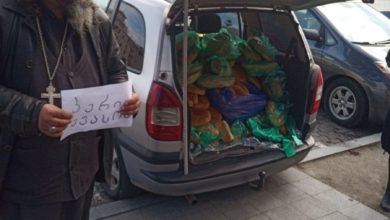 Photo of ვინ არის სასულიერო პირი, რომელიც ქუთაისის ცენტრში პურს უფასოდ არიგებს