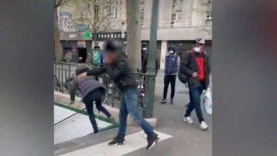 Photo of მამაკაცი, რომელმაც ქალს პარიზის მეტროს კიბეებზე ხელი ჰკრა, საფრანგეთიდან გააძევეს (ვიდეო)