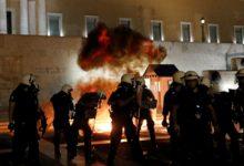 Photo of ათენში სავალდებულო ვაქცინაციის საწინააღმდეგო აქციაზე პოლიციასა და მომიტინგეებს შორის შეტაკება მოხდა