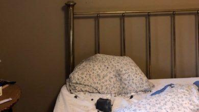 Photo of მძინარე ქალის საწოლზე, ბალიშის გვერდზე მეტეორიტი დაეცა